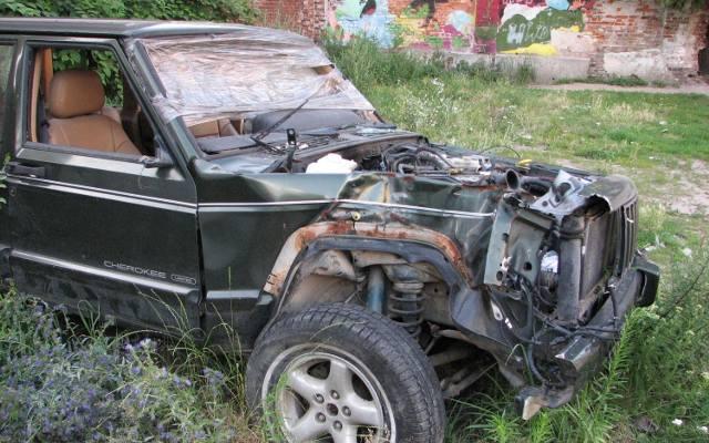 porzucony samochód obraz
